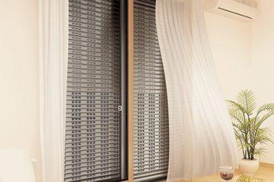 【 これで解決 ! 】 雨戸もシャッターもない窓は … 後から雨戸・シャッターを取り付ける !