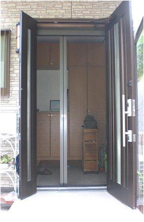 玄関網戸は大活躍間違いなし ! パッと明るく、湿気のない快適な玄関へ
