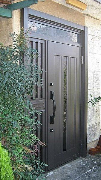 これで防犯面も安心 ! 元々の便利さも継承した玄関リフォーム