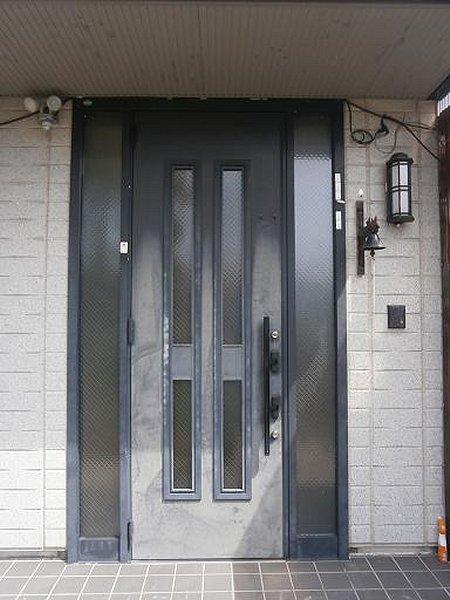 玄関リフォーム施工前の玄関ドア