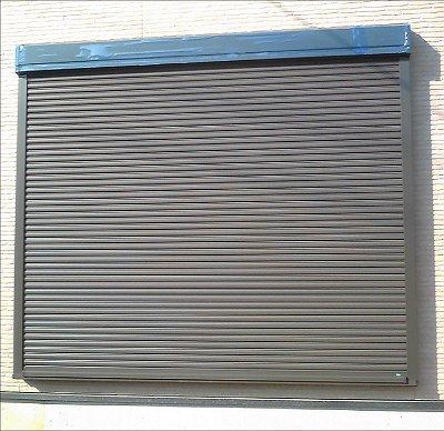 窓リフォームと一緒に取り付けたシャッター雨戸