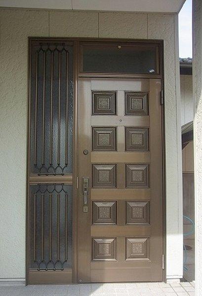 玄関リフォーム前 経年劣化で鍵にも不安が