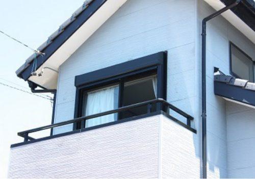 飛来物から窓を守る ! 安心のポイントは後付けシャッター