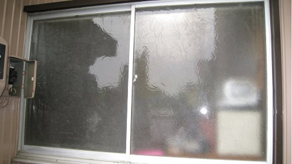 目隠しのない窓
