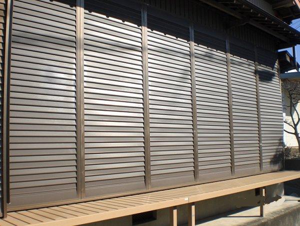 鋼板製の薄い雨戸を断熱タイプに交換【前】