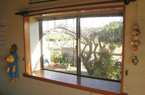 出窓への内窓リフォーム【前】