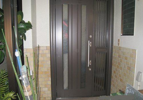 玄関ドアリフォーム 「ドア」の高さで印象がガラッと変わります !