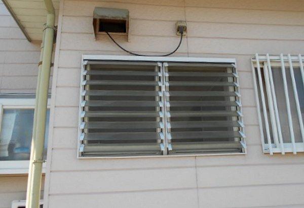 ルーバー窓を交換