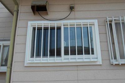 すきま風が寒い窓 … 窓の防犯対策も … 窓リフォームで解決 !