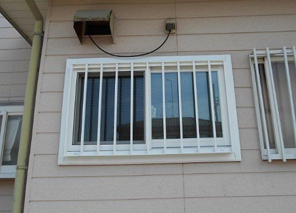 格子付きの窓リフォームで防犯対策も万全