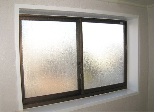 単体ガラスで冷えを感じるお風呂の窓