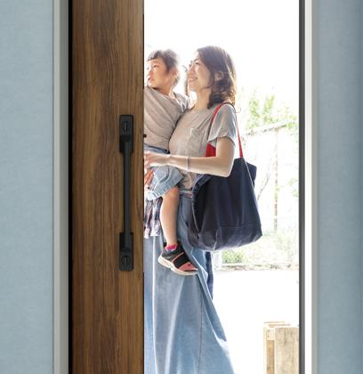 子育て世代にも人気の玄関引戸