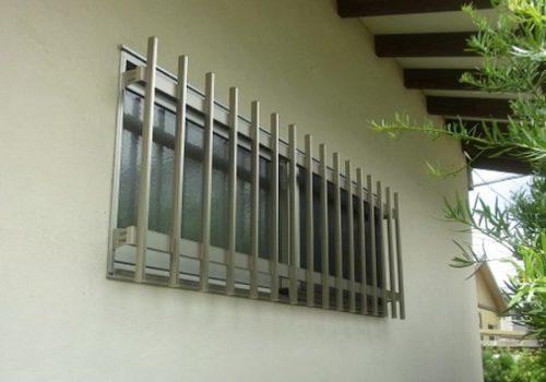 備えていますか ? 窓の防犯 まずは基本の面格子を !