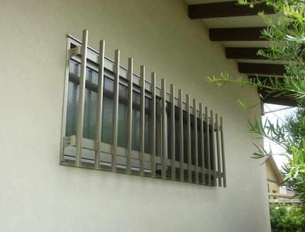 窓の防犯 基本は面格子取付け