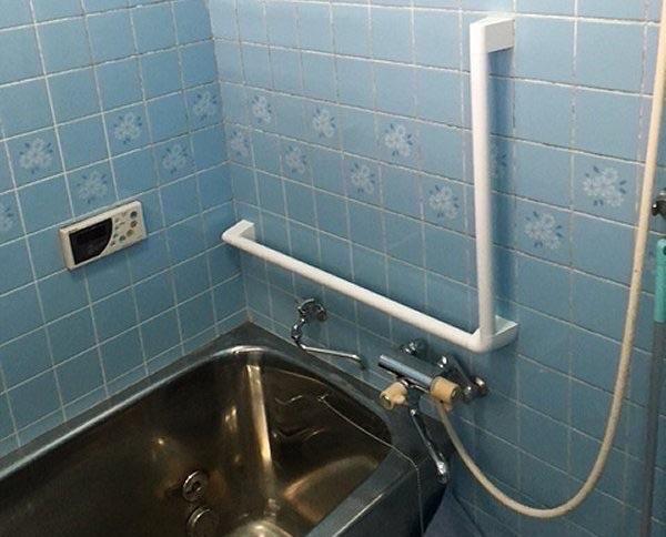 浴室に手すり取り付け
