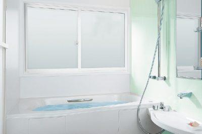 浴室の窓リフォーム増えています ! お風呂が寒い … は「 窓 」から解決 !
