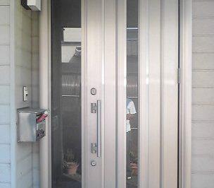【玄関リフォーム】ガラス入り親子ドアで明るい玄関へ !