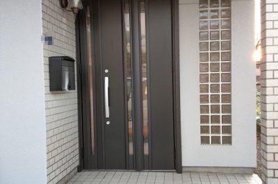 欄間をなくして大型ドアの最新玄関へ【玄関ドアリフォーム】