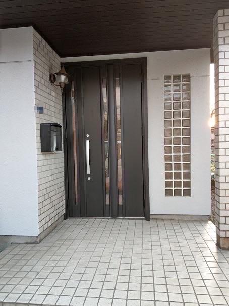 玄関ドアリフォーム【後】LIXIL リシェント