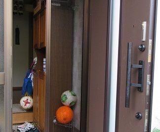匂いや湿気・ウイルス対策にも ! 家中に空気の通り道を作る玄関網戸