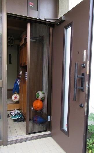 玄関網戸で簡単に家中の換気を