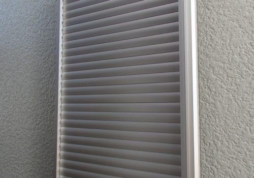 窓に多機能ルーバーで快適 ! 光と風とプライバシーもコントロール