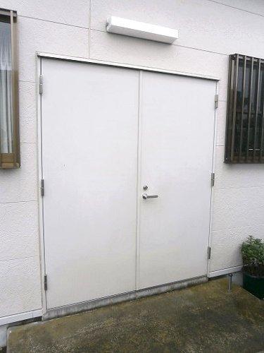 網戸のないドアに網戸取り付け【前】