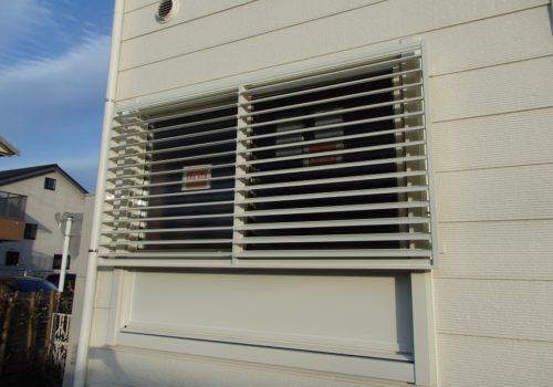 浴室の窓に可動ルーバーを取り付け ! お住まいのお悩みを解決します