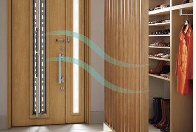 ドアを閉めたままでも採風・換気ができる玄関ドアへリフォーム