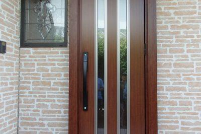 暗い玄関を明るく ! 玄関ドアリフォームで快適な玄関へ