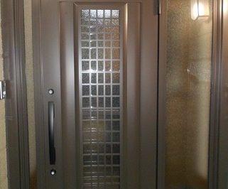 玄関ドアを引き戸から開き戸へリフォーム