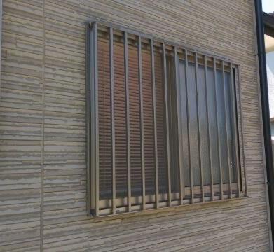 窓の格子を可動ルーバー雨戸へ交換リフォーム 「 より安全で便利に ! 」