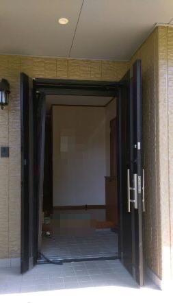 玄関網戸、破れていませんか ? 玄関網戸の修理・張替え