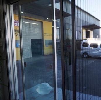 事務所・店舗の自動ドアに網戸取付け