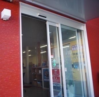 事務所・店舗の自動ドアに網戸取り付け