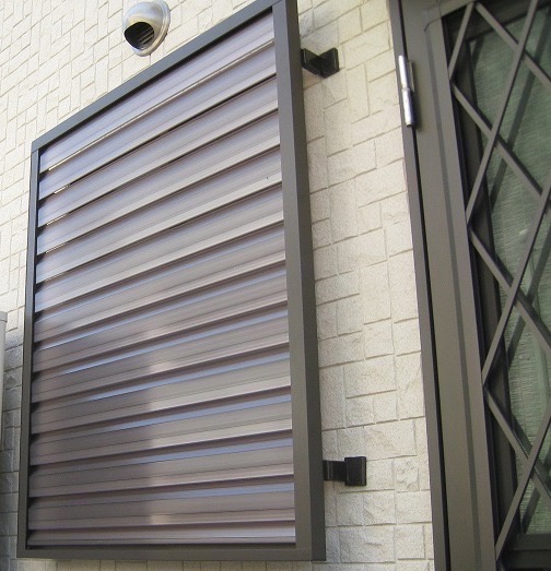 窓の防犯対策 目隠し可動ルーバー