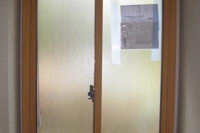 内窓を取り付けて暖かい脱衣場と浴室へ