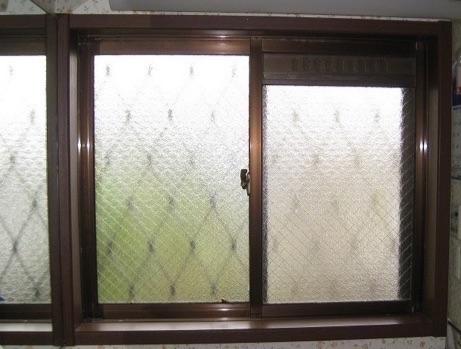 トイレ・洗面所の窓の断熱に 内窓を取り付ける
