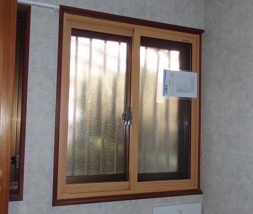 トイレの窓に内窓リフォーム