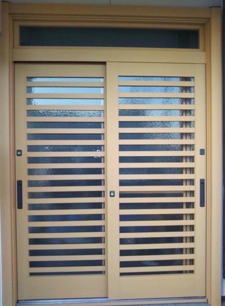カバー工法で引き戸タイプの玄関ドアリフォーム