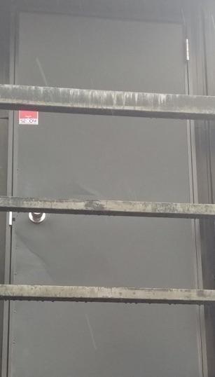 事務所のドアを採風ドアへ交換リフォームできます