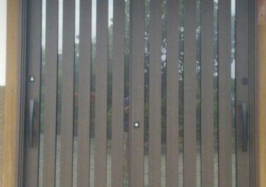 玄関の欄間を取って大きな玄関扉にリフォーム
