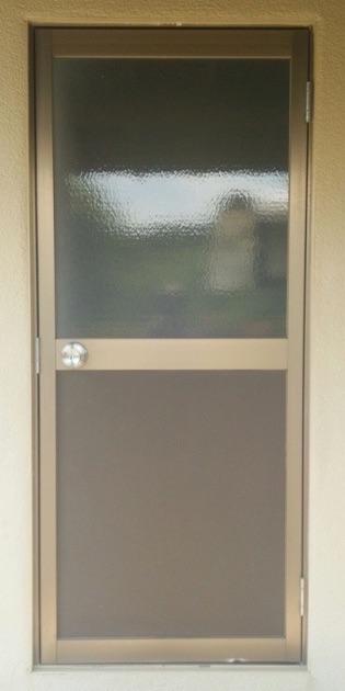 寒いキッチンのお悩み、勝手口ドアのリフォームで解消できます