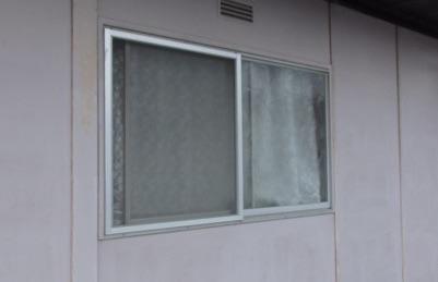 2階の窓に開け締めが楽なエコ雨戸の取り付け