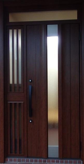 玄関ドアリフォーム 明るい玄関ドアにリフォーム
