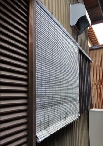 窓に可動ルーバーの面格子 安心と快適を両立できます