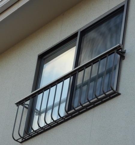 窓に手すり取り付け【後】