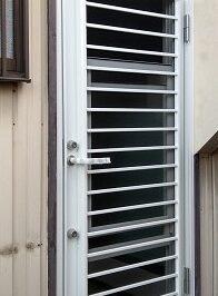 採風タイプの勝手口ドアへの交換リフォーム