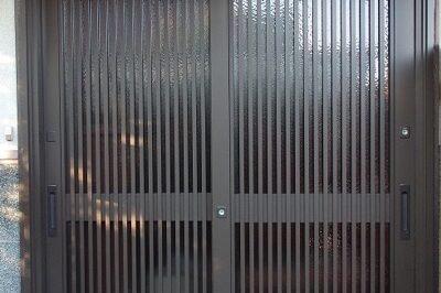 欄間をなくして、より広い開口になった玄関引戸リフォーム