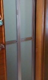 壁の工事一切なしで、浴室ドアの交換リフォーム